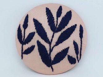 刺繍ブローチ・leaf( ピンク×チャコールグレイ)の画像