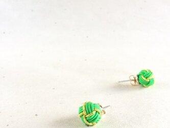 緑&黄緑 バイカラーの玉ピアス 水引製 若葉 グリーンの画像