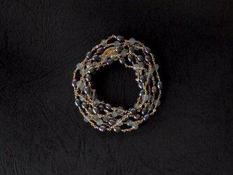 真珠とラブラドライトのロープネックレスの画像