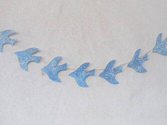 水晶と雪の鳥のガーランドの画像