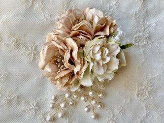 上品なブラウン系ローズのコサージュ(ビーズ付) *卒業式*入学式*結婚式の画像