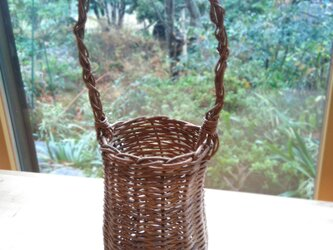 那須の山のアケビ蔓で編んだ花かご【1】とって有りの画像