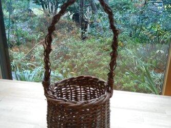 那須の山のアケビ蔓で編んだ花かご【2】とって有りの画像