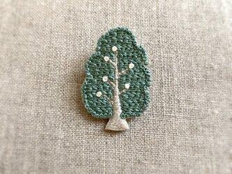 【受注制作】<新色>緑の木ブローチの画像
