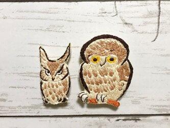 手刺繍浮世絵ブローチ*鍬形蕙斎「鳥獣略画式」のフクロウとミミズクの画像