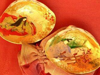幅8cmのハマグリに、初節句祝いの源氏物語「梅が枝 うめがえ」をオーダーメイドで制作。の画像