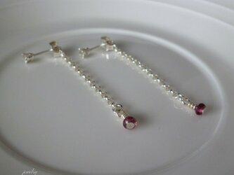swing earrings - garnet silverの画像