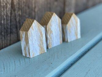 小さい木の家の画像