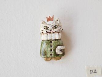 白猫の王様ブローチ02の画像