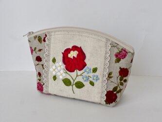 赤い花刺繍ポーチの画像