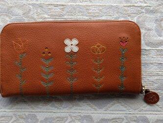 刺繍革財布『LIFE』キャメル×mix(牛革)ラウンドファスナー型の画像