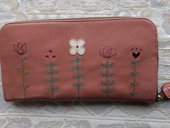 刺繍革財布『LIFE』コーラルピンク×中茶色(牛革)ラウンドファスナー型の画像