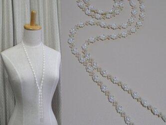 花結び*白 オフルームビーズネックレスの画像