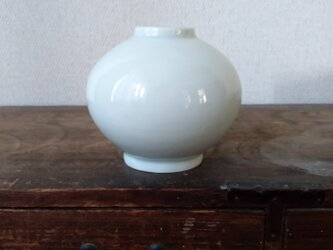 青白磁 花瓶の画像