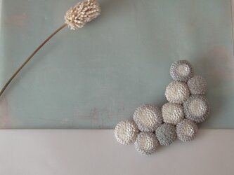 dix「 lune  gris」手刺繍ブローチの画像
