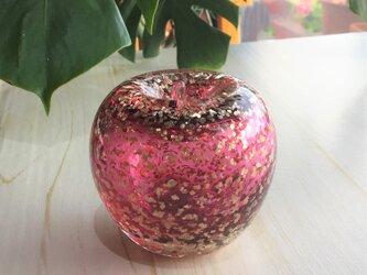 ガラスのリンゴの画像