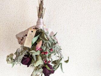 自家栽培ハーブのユーカリとセージとノバラの実のミニスワッグの画像
