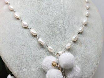 初雪        (スノーボールとパールのネックレス)の画像