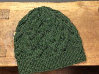 アランと透かし模様のニット帽 : グリーンの画像
