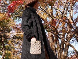 ケーブル編み×裏地暖かボア*ハート型ココナッツボタン留めポケット*ニットコート *dandelion*ブラックの画像
