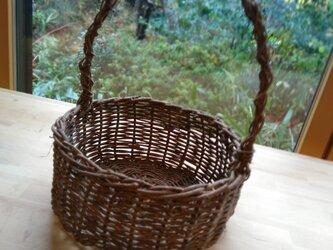 那須の山のアケビ蔓で編んだ花かご・物入れ【7】取っ手ありの画像