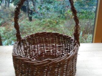 那須の山のアケビ蔓で編んだ花かご・物入れ【9】楕円形  取っ手ありの画像