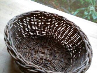 那須の山のアケビ蔓で編んだ花かご・物入れ【10】楕円形の画像