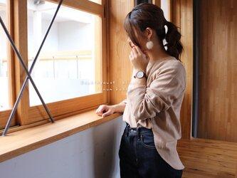 【M〜L】ゆるふわダブルガーゼで魅せる、後ろ着丈長めのフィッシュテールプルオーバーブラウス(ベージュ)の画像