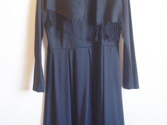 黒 薄手のシルク・ブラック 手織りマフラー②  の画像