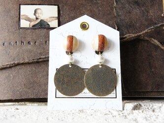 """木のいろ、寄せ木の耳飾り """" trico d-C-copper """" -コットンパール イヤリングの画像"""