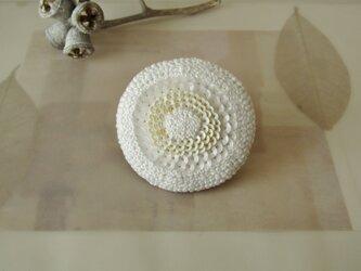 coquelicot 「blanc」手刺繍ブローチの画像