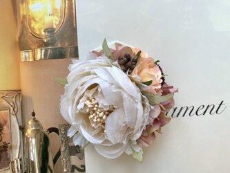 上品なベージュ系ホワイトローズのコサージュ *卒業式*入学式*結婚式の画像