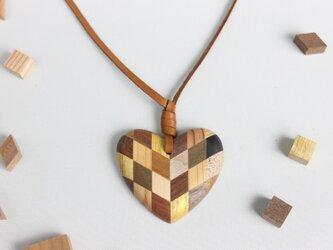 寄木のハートペンダントの画像