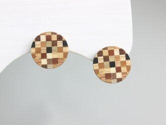 寄木のチェックプレートピアス・イヤリングの画像