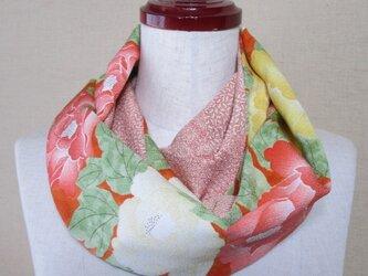 着物リメイク 華やかな牡丹模様の縮緬着物×江戸小紋から作ったスヌードの画像