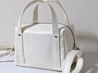 キューブ2wayホワイトレザー(pvc )バッグの画像