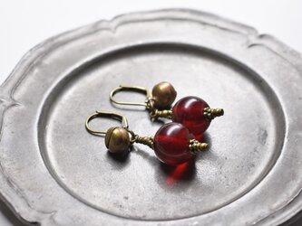 アンティークボヘミア紅玉ビーズと鈴のピアスの画像