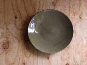 シンプルな丸皿 グレージュ 8寸26cmの画像