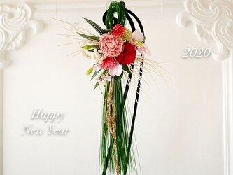 多種のお花が奏でる新春しめ飾り《アーティフィシャルフラワー使用》の画像