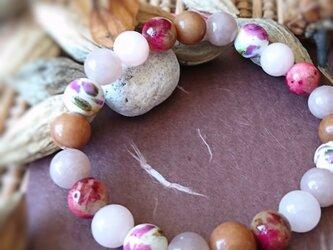 天然石ブレスレット071 ボタニカル 花 ナチュラル カジュアル ファッション ピンク ビビッド 茶 秋の画像