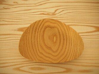 貝の形の皿の画像