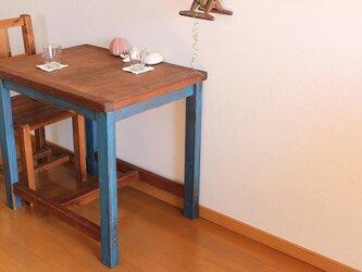 フレンチブルーのシャビーテーブルの画像