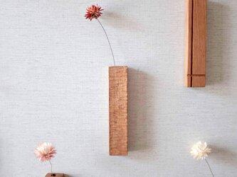 エンジュの壁掛け一輪挿し「TEBORI」の画像