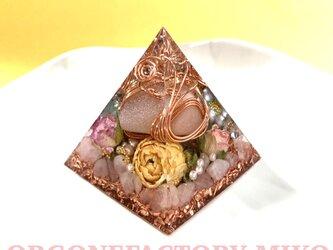 ピーチムーンストーンタンブル 癒し 愛情 六芒星 幸運メモリーオイル入 ピラミッド オルゴナイトの画像