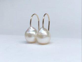 K10 あこや真珠 バロックパール ピアス ① 8.0〜8.5mmの画像