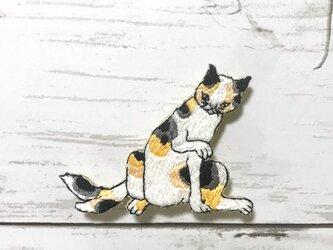 手刺繍浮世絵ブローチ*歌川国芳「猫飼好五十三疋 岡崎」の猫の画像