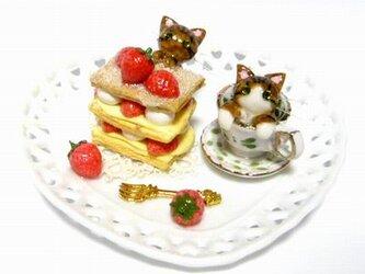 にゃんこのしっぽ○いちごミルフィーユのハートプレート〇置物○ミニチュア○猫3の画像