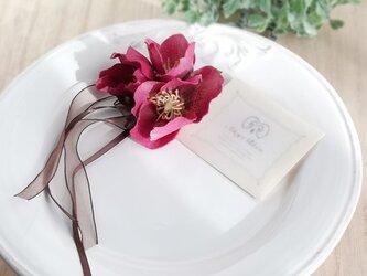 クリスマスローズ&ヘッドドレス 2way☆*:.ワイン christmas rose corsage wineの画像