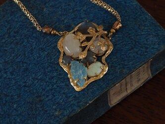 約束の石たち ―青く光るものーの画像