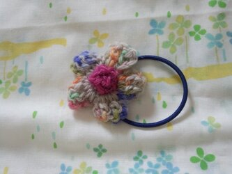 【手縫い屋】編み編み花ヘアゴム☆雪解けカラー混ざり毛糸☆ウール100%の画像